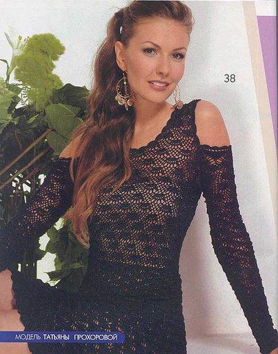 omuzları açık siyah renkli elbise modeli