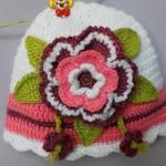 çiçek detaylı örgü bere şapka