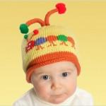 şiş ile örülmüş bebek şapkaları