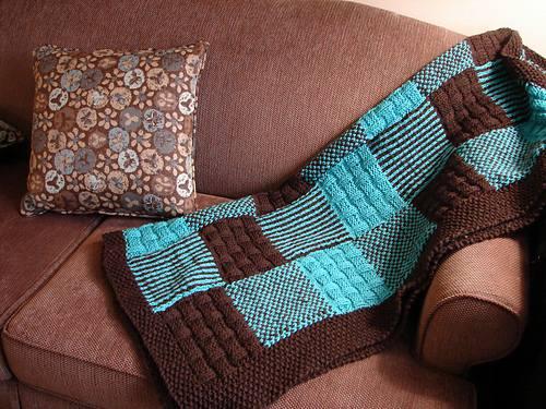 şiş ile örülmüş motifli renkli battaniye