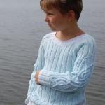 açık mavi renkli yuvarlak yaka kazak modeli