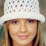 beyaz renkli şık yazlık örgü şapka modeli