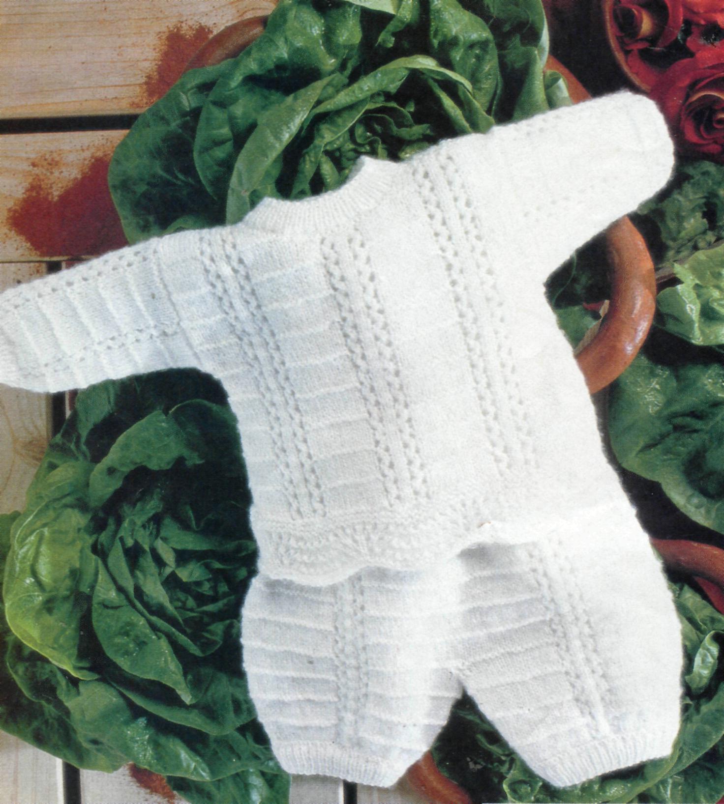 beyaz renkli desenli örgü bebek takımları