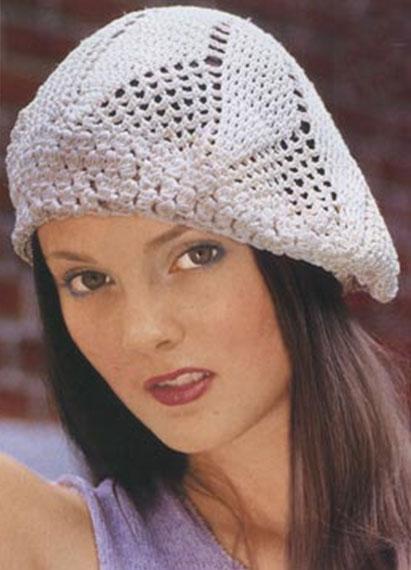 beyaz renkli tığ işi torba şekilli şapka modeli