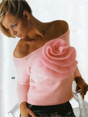 düşük omuzlu büyük gül süslemeli bluz modeli