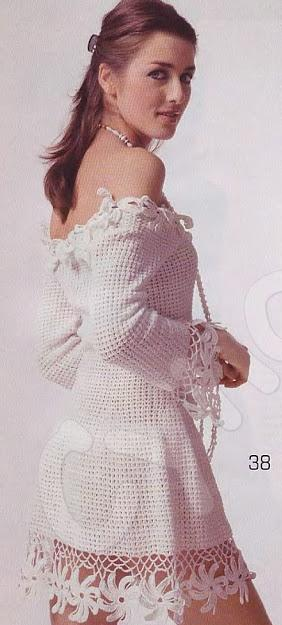 düşük omuzlu etek uçları çiçek motifli elbise modeli