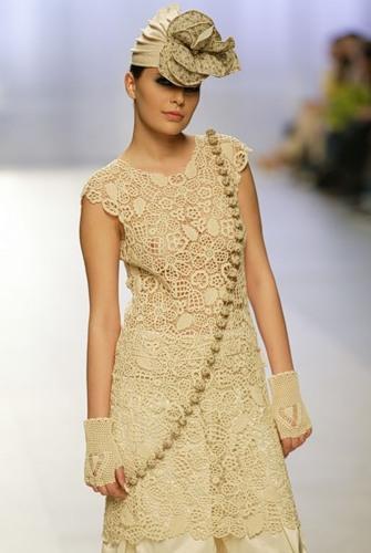 dantel çiçek desenli tunik bluz modeli