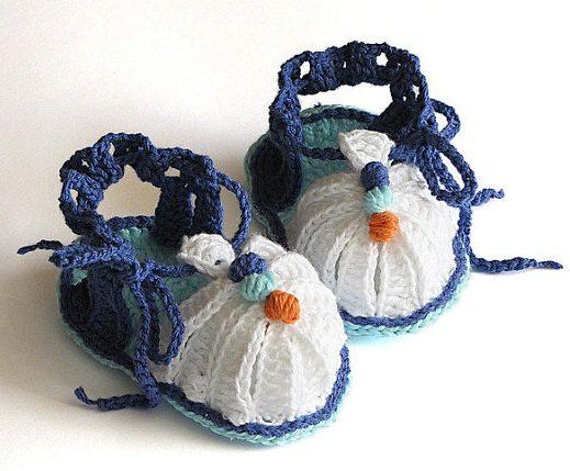 dantel tığ işi bebek ayakkabısı