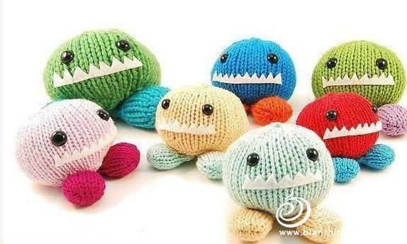 değişik renkli örgü canavar oyuncak modelleri