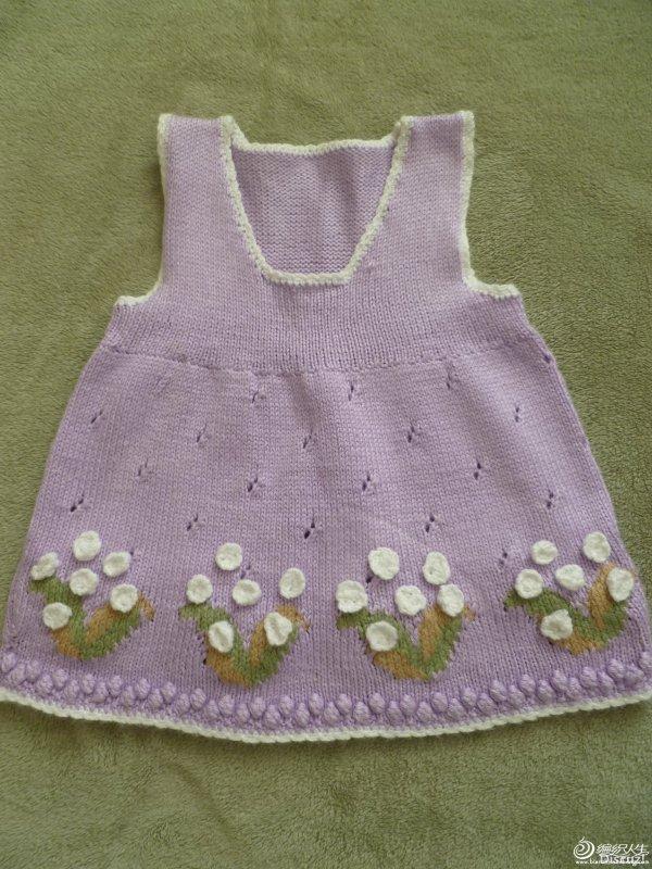 etekleri çiçek işlemeli kolsuz elbise modeli