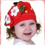 kırmızı örgü çiçek motifli şapka
