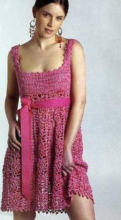 kare yaka askılı tığ işi örgü elbise modeli