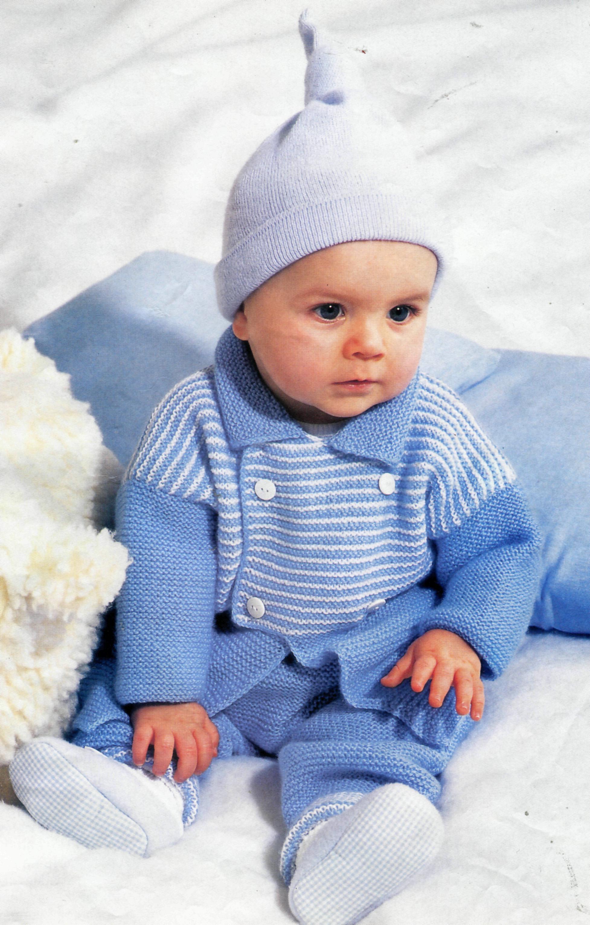 mavi renkli çizgili çift düğmeli örgü bebek hırka ve pantolon modeli