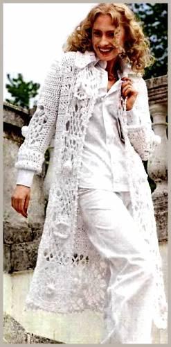palto şekilli beyaz renkli işlemeli uzun hırka modeli
