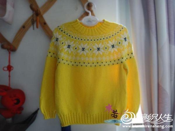 sarı renkli yuvarlak yaka desenli kazak modeli