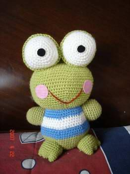sevimli örgü oyuncak kurbağa modeli