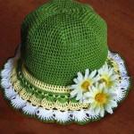 çiçekli yeşil örgü çocuk şapkası