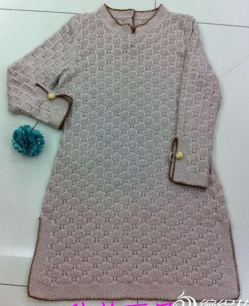 üç düğmeli acur desenli kışlık örgü elbise modeli örülüşü 14