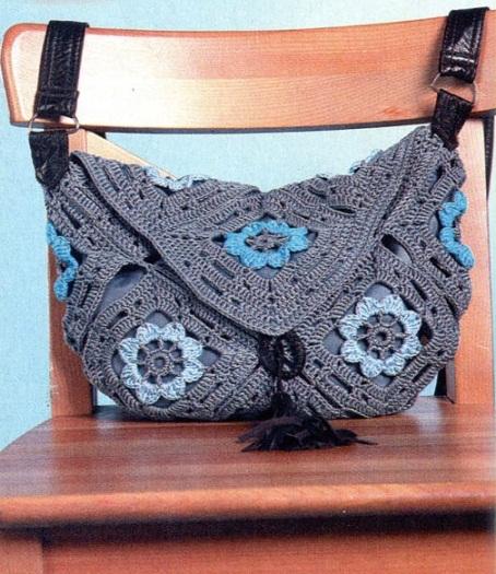 üçgen kapaklı motifli örgü çanta modeli