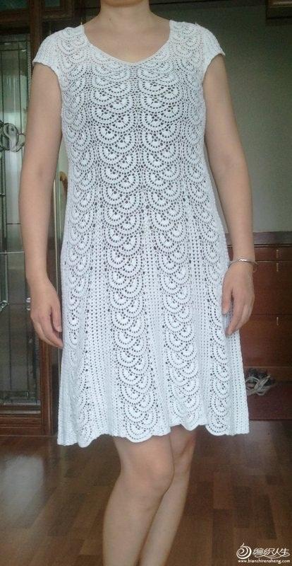 beyaz renkli file ve oval desenli dantel yuvarlak yaka elbise modelleri