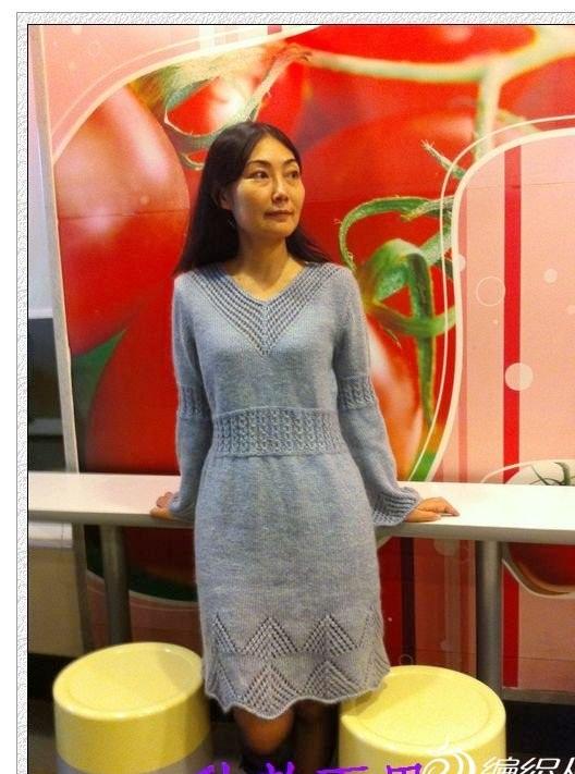gri renkli v yakalı örgü elbise modeli