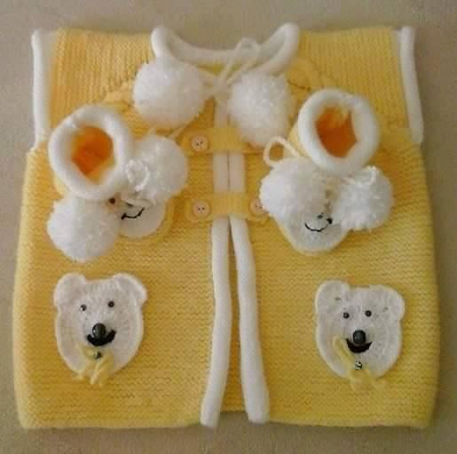 sarı ayıcık motifli örgü bebek yeleği örneği