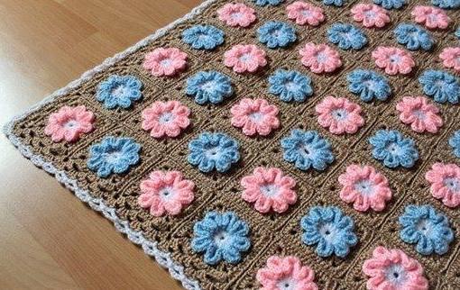 çiçek motifli örgü battaniye