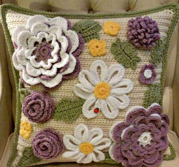 çiçek motifli örgü yastık