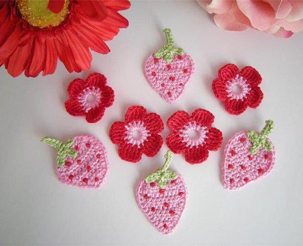 çilek ve çiçek motifleri