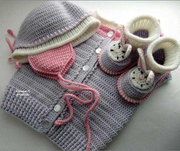 gri krem pembe hırka şapka ve patiği
