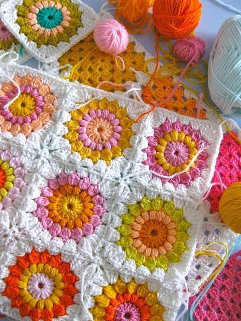 renkli örgü bebek battaniyesi motifli