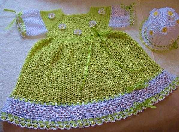 yeşil beyaz tığ işi örgü elbise ve şapkası