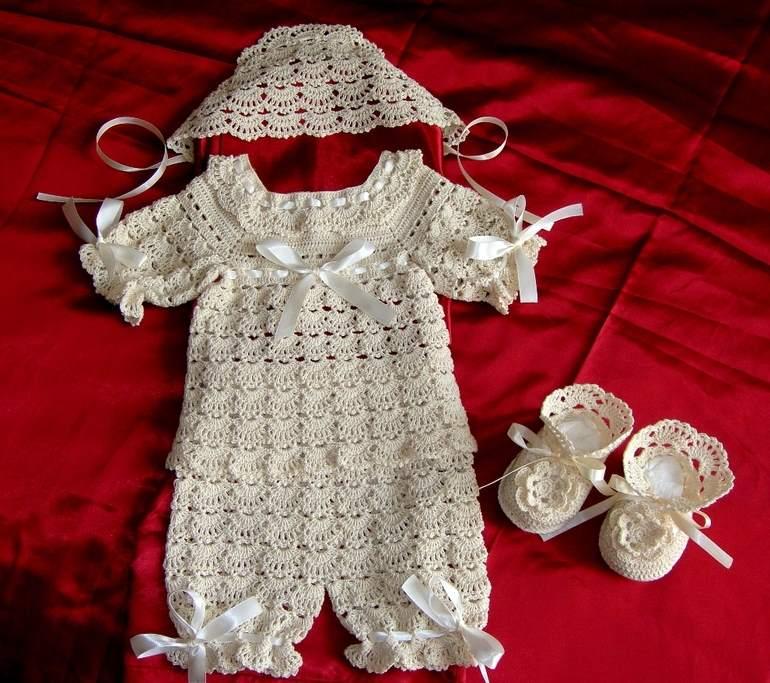 krem örgü bebek elbisesi