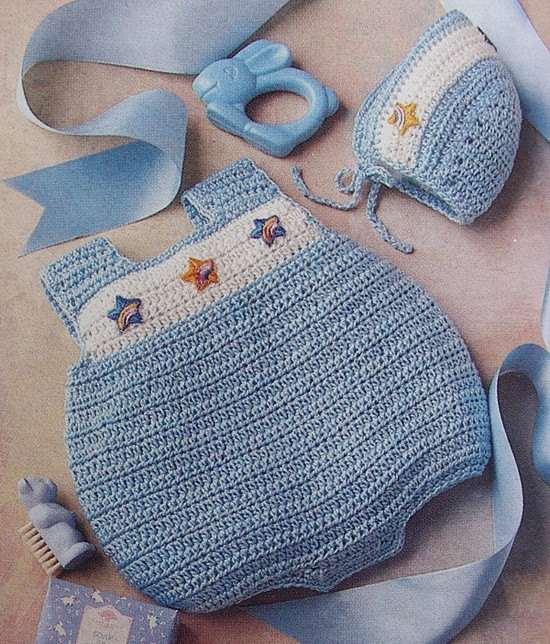 mavi beyaz bebek şapkası ve kısa örgü tulum