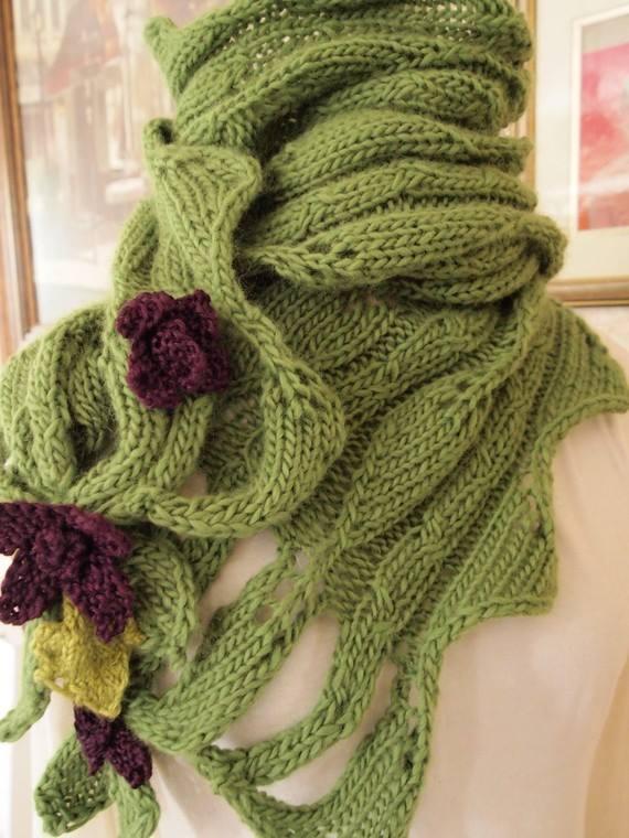 yeşil örgü çiçek motifli şal modeli