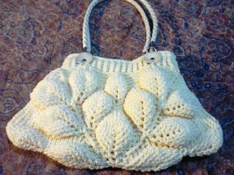 kabarık yapraklı beyaz örgü bayan çantası